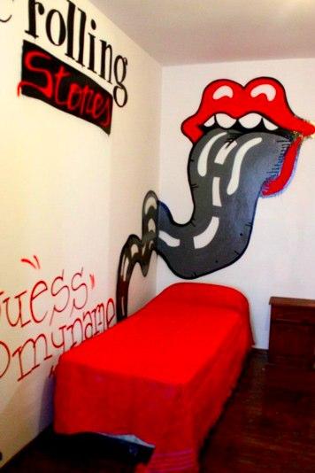 Chambre Rolling Stones - KM0 Rock Hostel - cool hostel