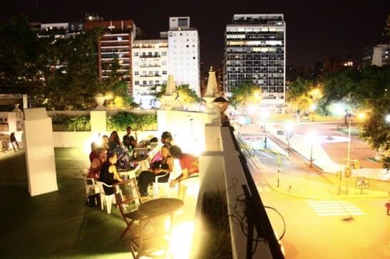 Terasse du KM0 Rock hostel de Buenos AIres - cool Buenos Aires