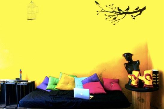 Réception & living de l'hostel - green attitude - palettes recyclées